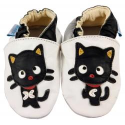 Бели кожени пантофки с черни елементи и декорация котенце