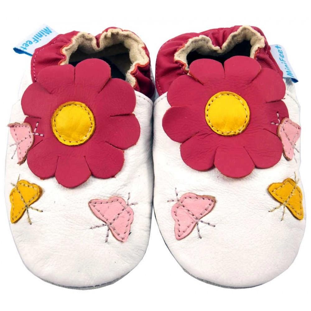 Детски бели кожени пантофки с пролетни елементи
