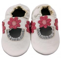 Бели пантофки с дантела и украсени с цветя