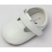 Бели изчистени кожени обувки