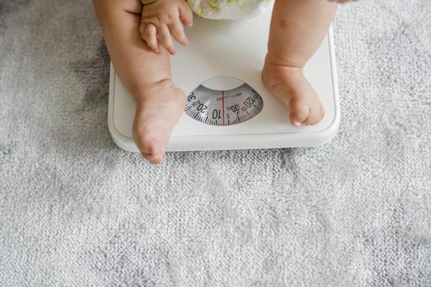 Физически развитие на бебе на 11 месеца - килограми, ръст и зъби